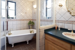 輸入住宅レンガの家浴室